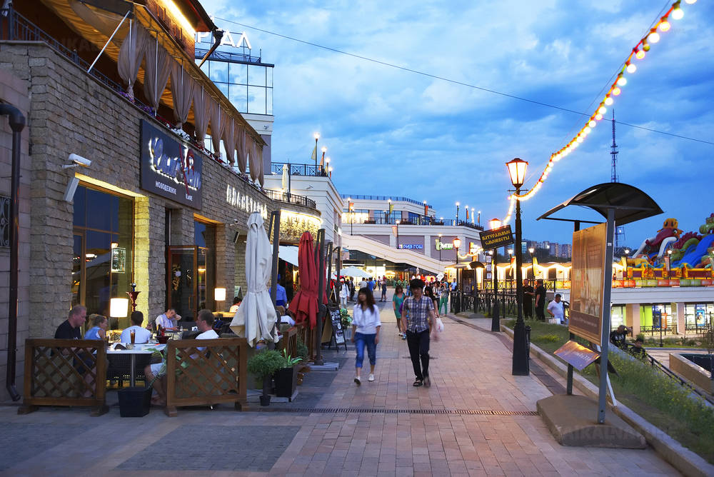 Сибирь. Прогулка по  одной из центральных улиц Иркутска, 04.07.2016.