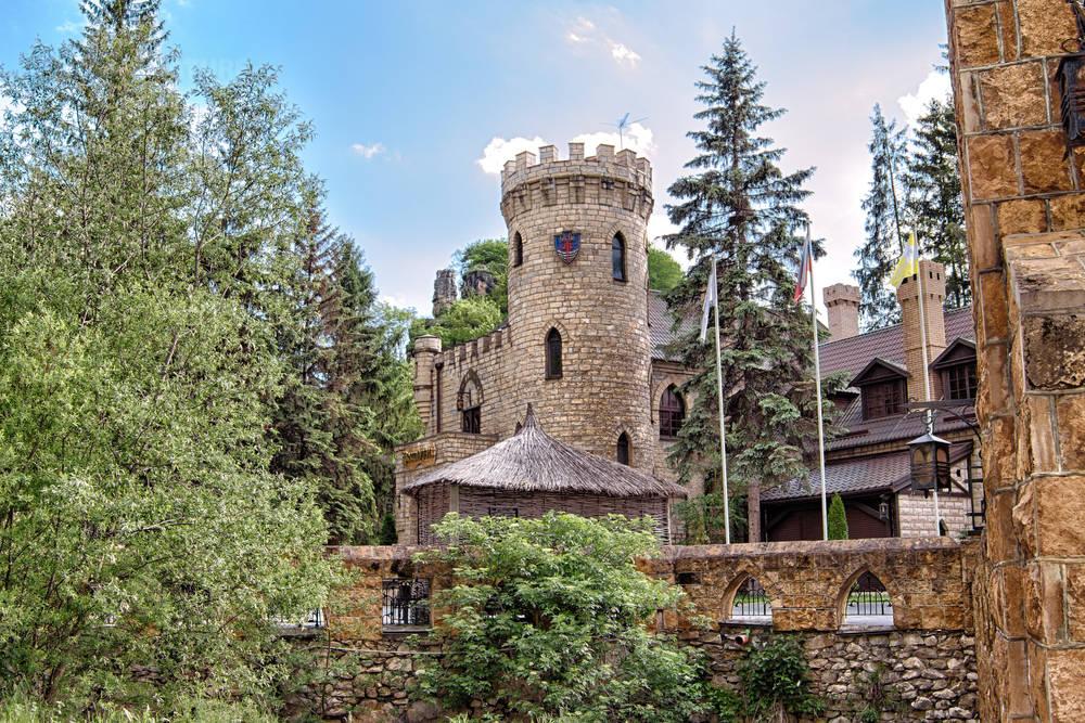 Кисловодск, каменный замок в ущелье.